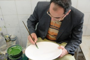 Kufic writing on ceramics; by Seyed M Vahid Mousavi Jazayeri, Yazd, 2009